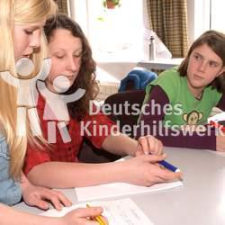 Kinder haben nach Artikel 12 der UN-Kinderrechtskonvention das Recht, sich an den sie betreffenden Fragen zu beteiligen.